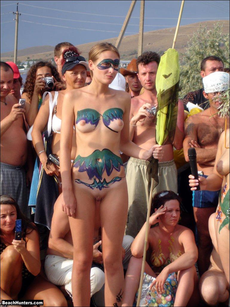 Nude sunbathing amateur ass girl