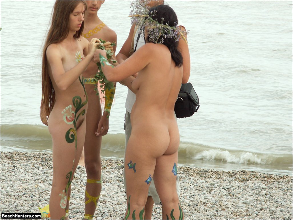 Phrase... Teen nudists on beach